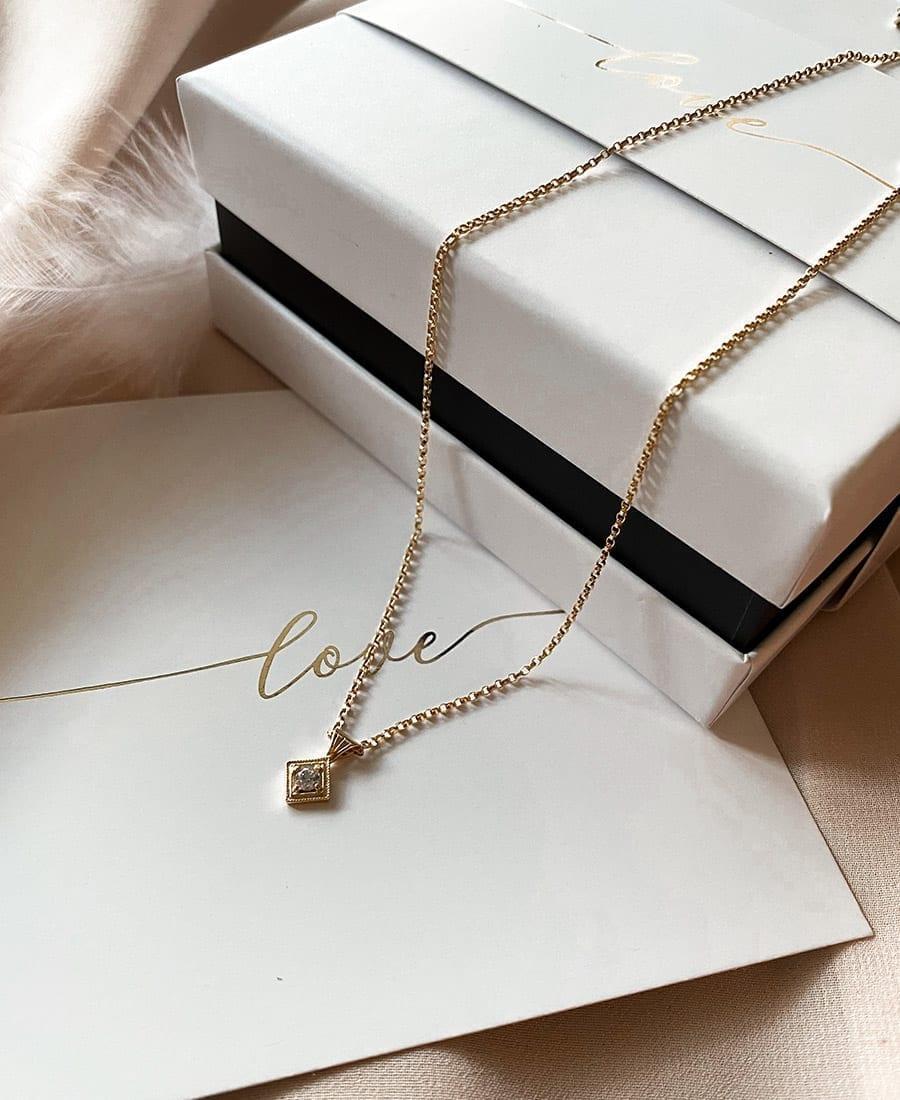 שרשרת מארי עשויה שילוב של גולדפילד
