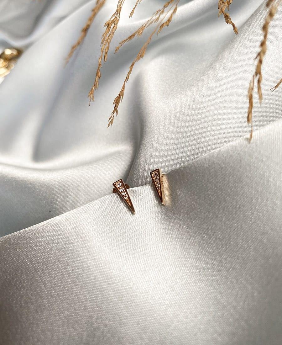 זוג עגילי ג'יין כסף925בציפוי זהב 14 קראט ובשילוב זרקונים לבנים