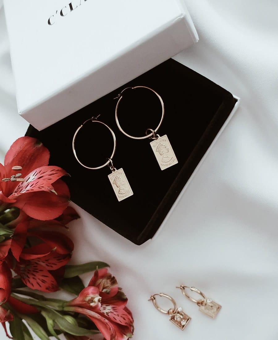 זוג עגילי אלי מוזהב עשויים משילוב של גולדפילד וציפוי זהב 14 קראט
