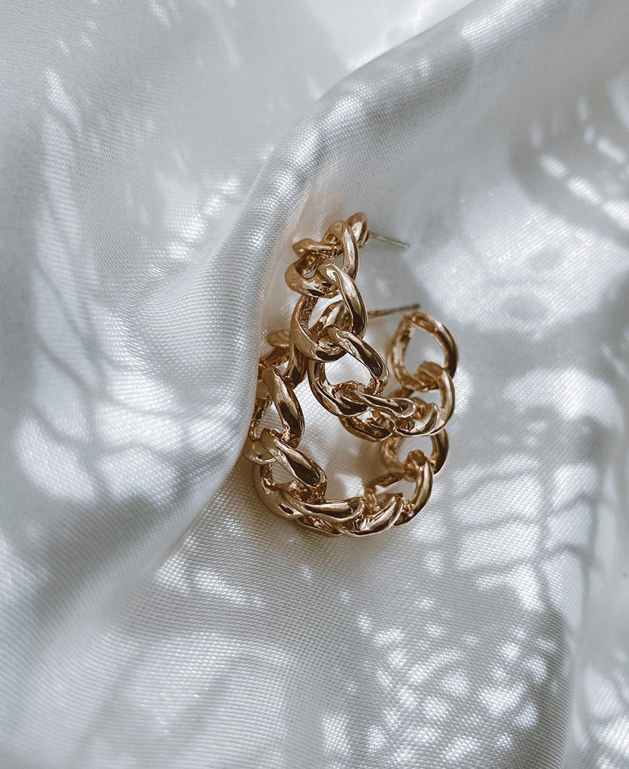 """עגילי זהב - עגילי וינטר עשויים ציפוי זהב. קוטר העגיל 2.3 ס""""מ."""