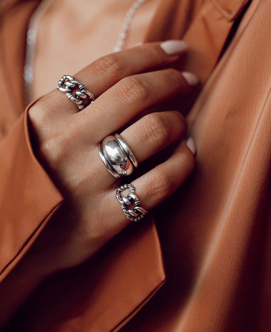רנה טבעת כסף על היד