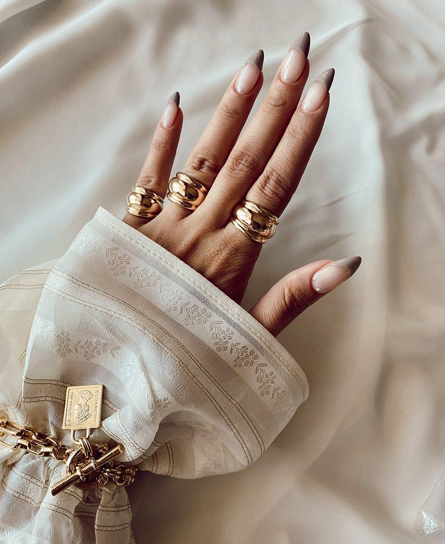 טבעת רנה עשויה פליז בציפוי זהב