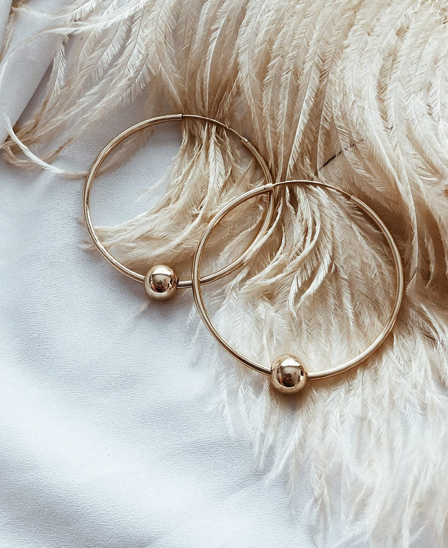 זוג עגילי לולה עשויים כסף 925 בציפוי זהב 14 קראט.