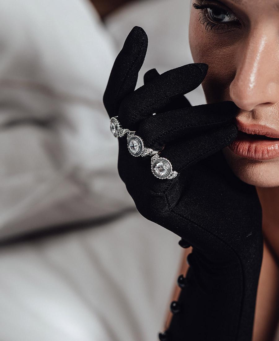 טבעת אליזה עשויה כסף 925 בשילוב זירקון לבן.