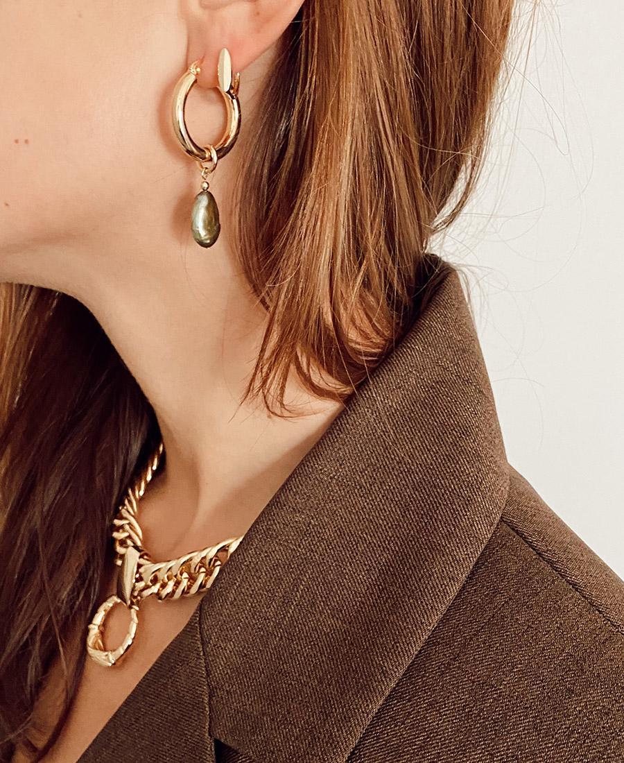 וג עגילי אנדריאה עשויים ציפוי זהב ופנינה