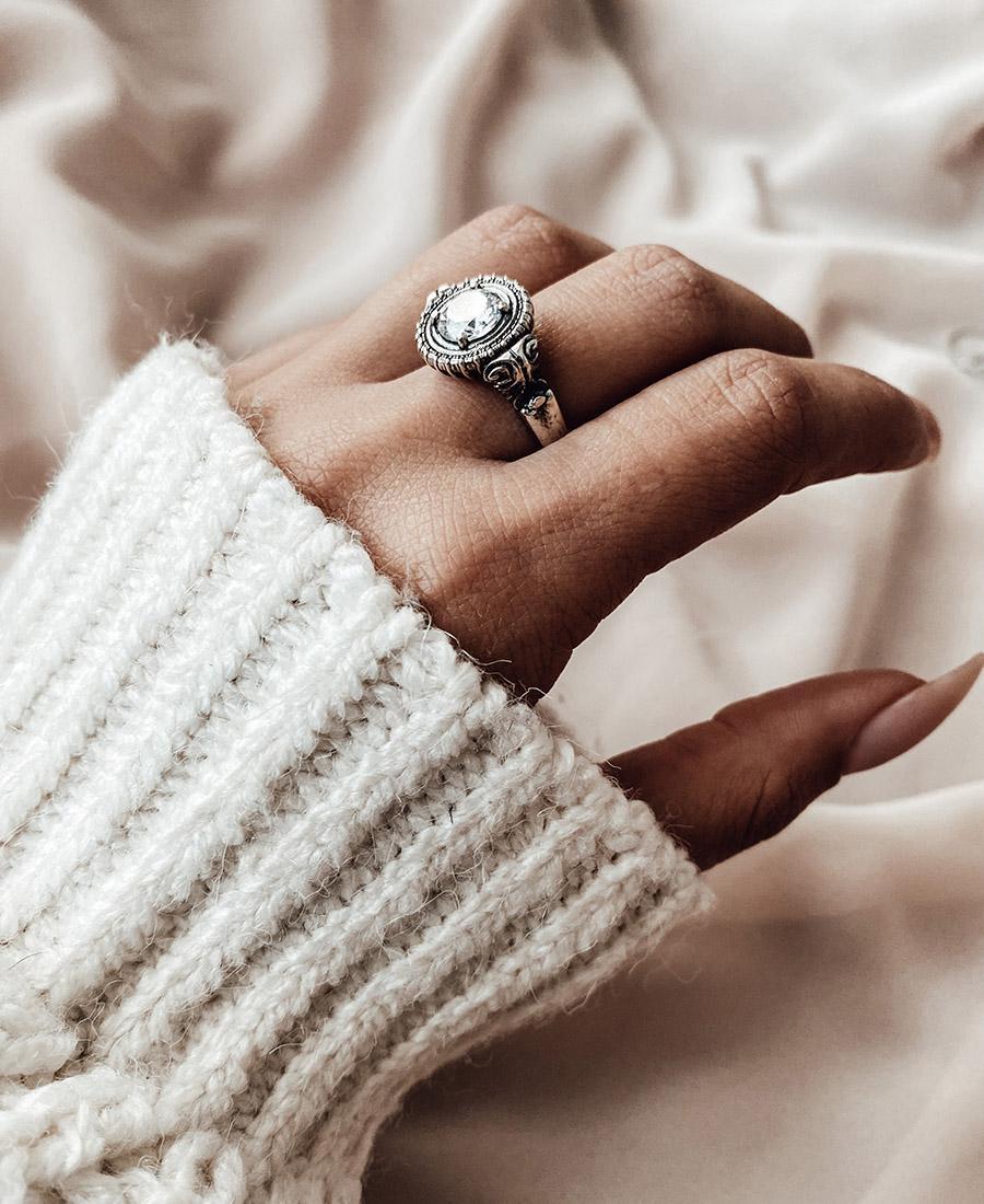 טבעת אליזה לבנה עשויה כסף 925