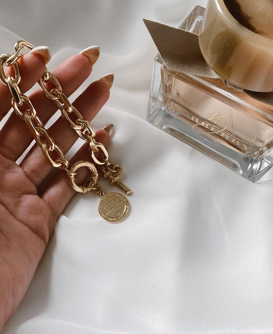 צמיד עשוי ציפוי זהב ובשילוב תיליון
