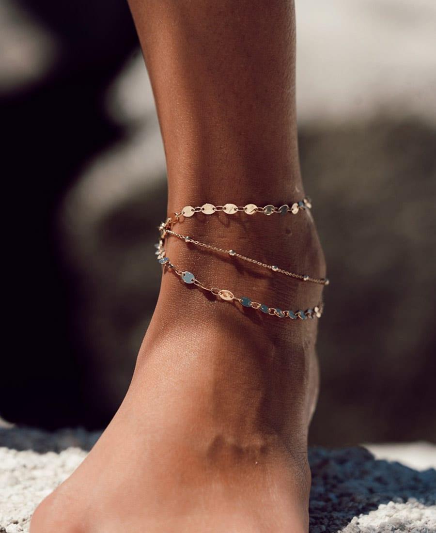 צמיד רגל טריו זהב עשוי משלוש שרשראות