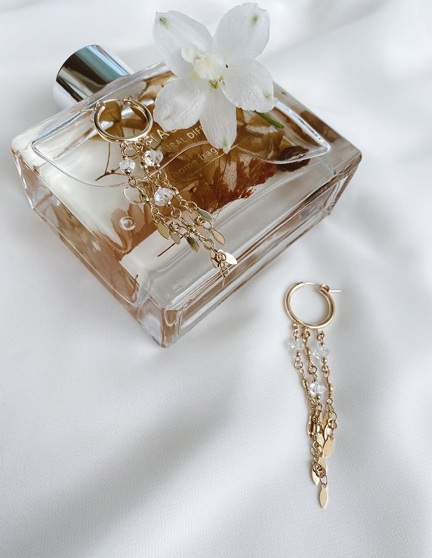עגילי סאנשיין חישוקי גולדפילד - זוג עגילים מורכבים גולדפילד, שרשראות מצופות זהב