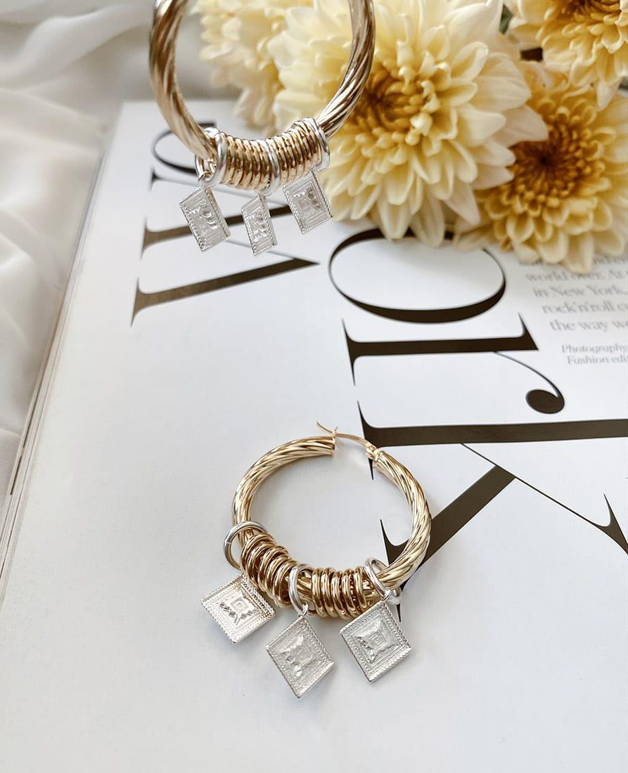 זוג עגילי מרקש מורכבים מחישוקים בעלי טקסטורה עשויים כסף 925 בציפוי זהב