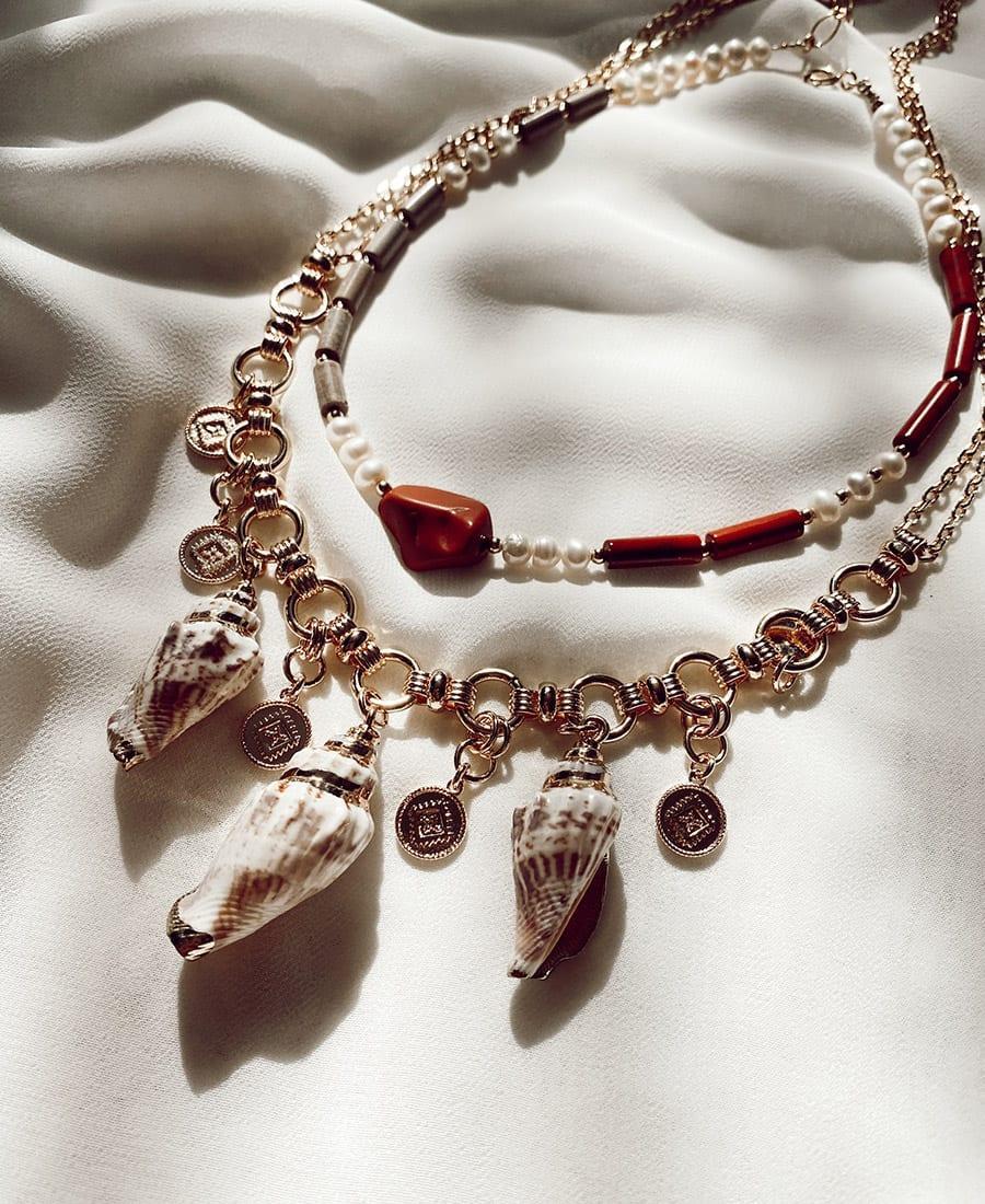 שרשרת לנד עשויה גולדפילד ומשלבת חרוזים, פנינים ואבני חן