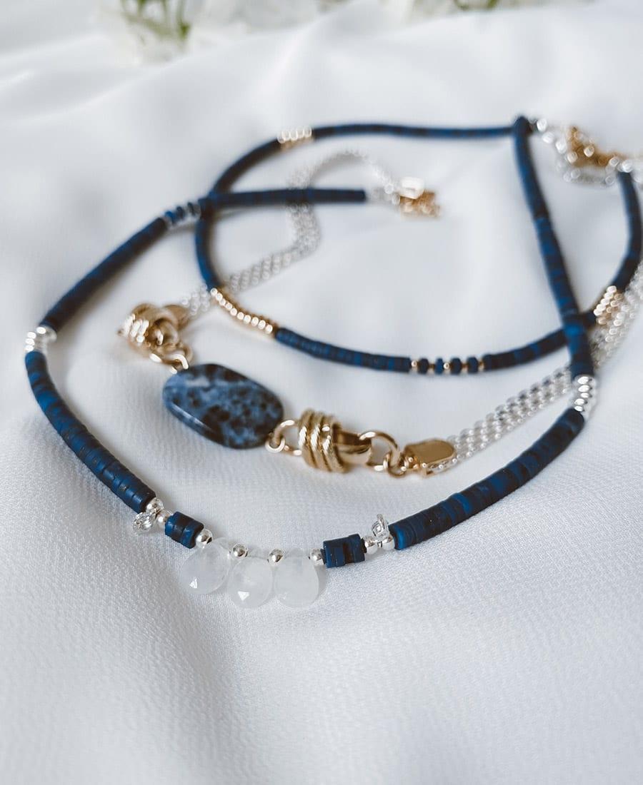 שרשרת דיפ-בלו מצופה כסף - מורכבת מאבני לאפיס כחולות בשילוב אבני מונסטון עם אלמנטים ציפוי כסף