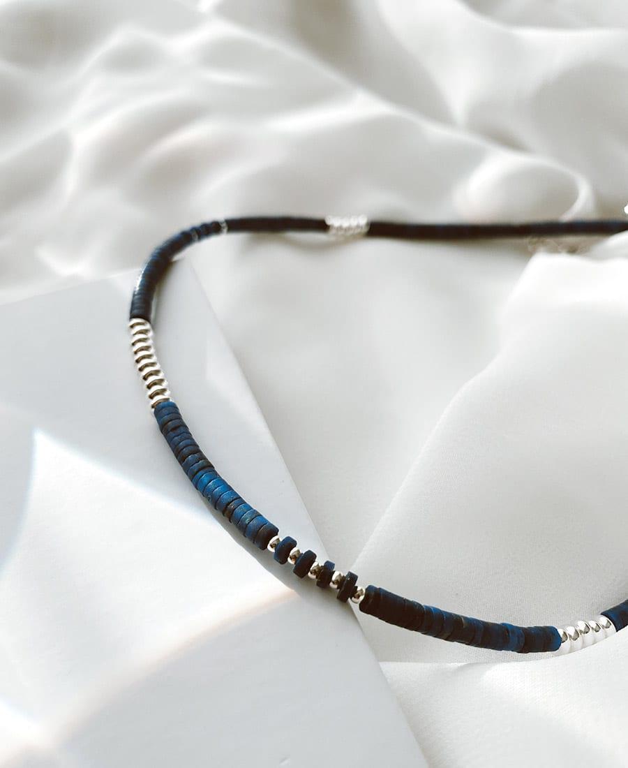 שרשרת קליאופטרה בציפוי כסף - מורכבת מאבני לאפיס כחולות עם אלמנטים