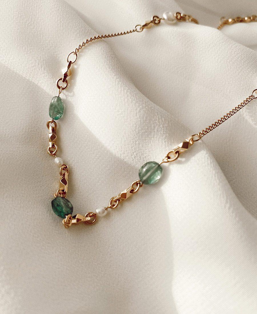 שרשרת קארול עשויה ציפוי זהב בשילוב פנינים ואבני חן
