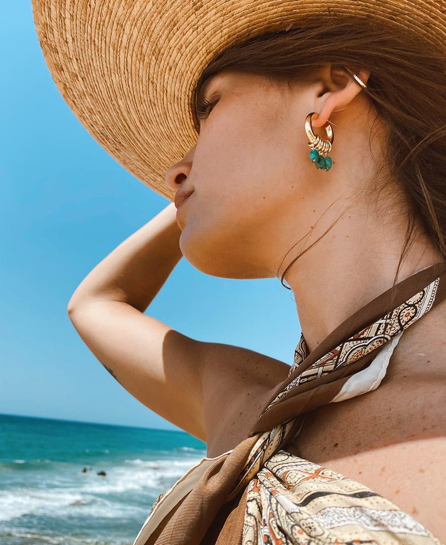 זוג עגילי אושן מורכבים מחישוקים עשויים כסף 925 מצופים זהב בשילוב אבני חן