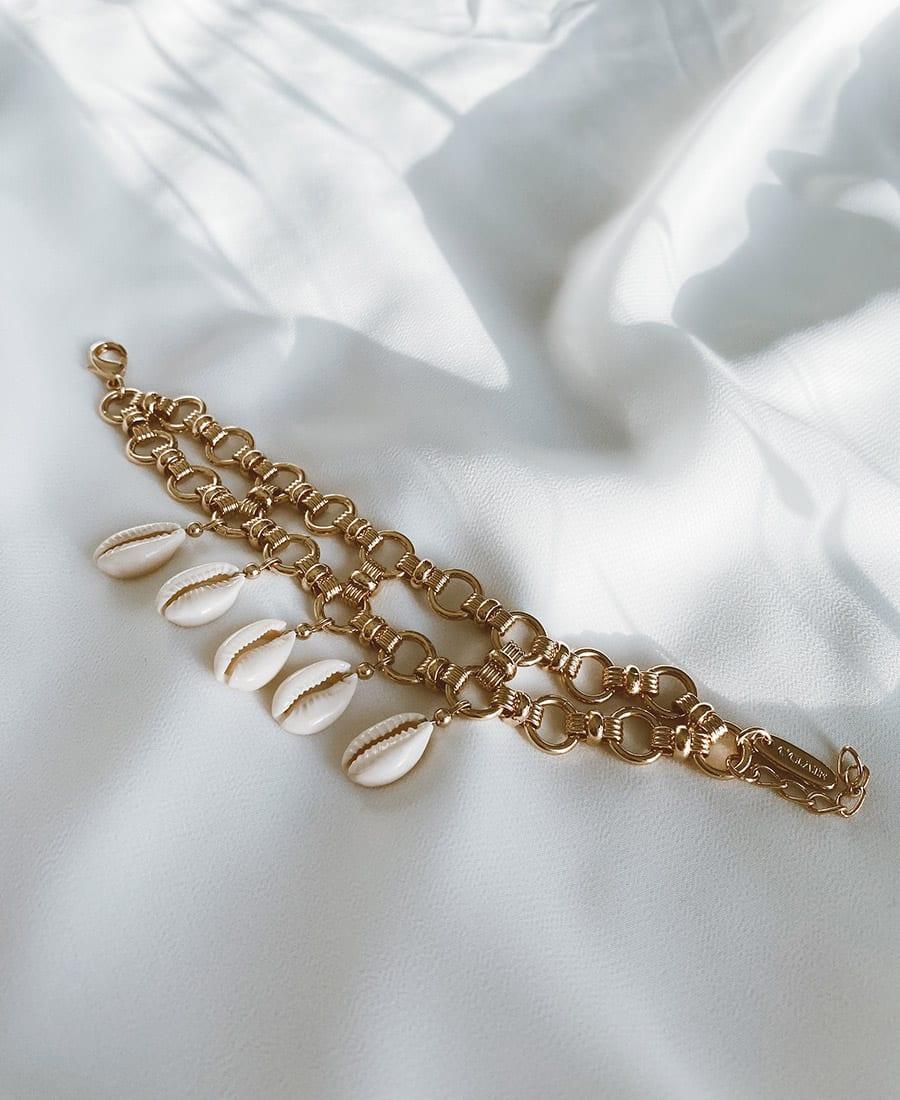 צמיד ריילי עשוי שתי שכבות של שרשראות מצופות זהב
