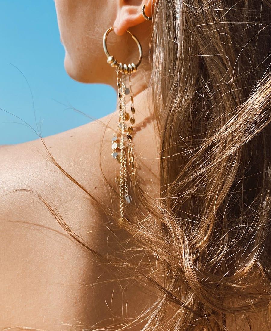 זוג עגילי בוהו מורכבים מחישוקים כסף 925 מצופים זהב ושרשראות